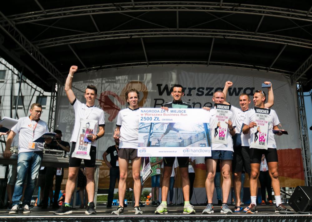 Zwycięska drużyna Krosno Glass Running Team