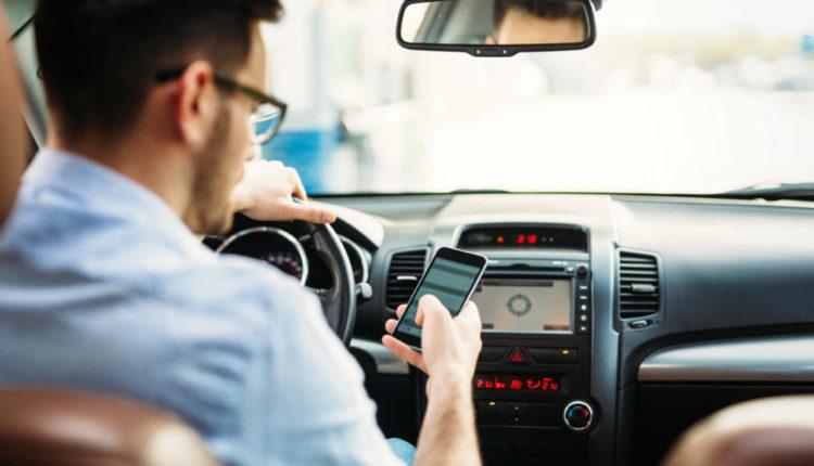 FOMO-piesi-jazda-samochodem-bezpieczeństwo-na-drodze