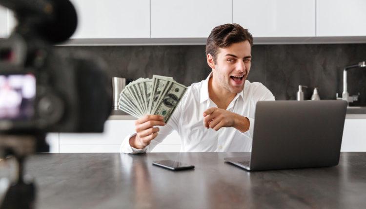 youtuber pieniądze zarabianie influencer